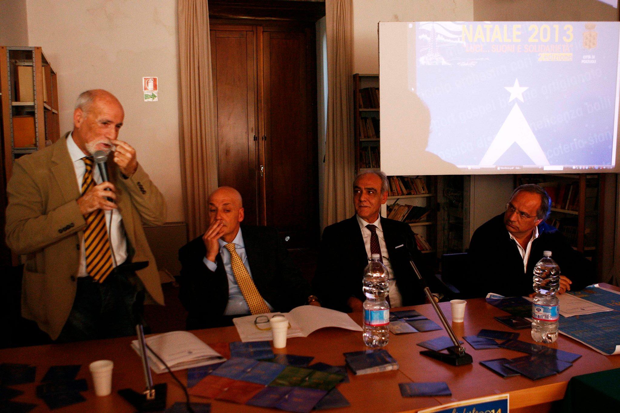 Da sinistra: l'assessore al tempo libero Franco Fumo, il Sindaco Vincenzo Figliolia, il consigliere comunale Caiazzo e l'assessore alle attività produttive e al commercio Carlo Morra (Foto di Paolo Visone)