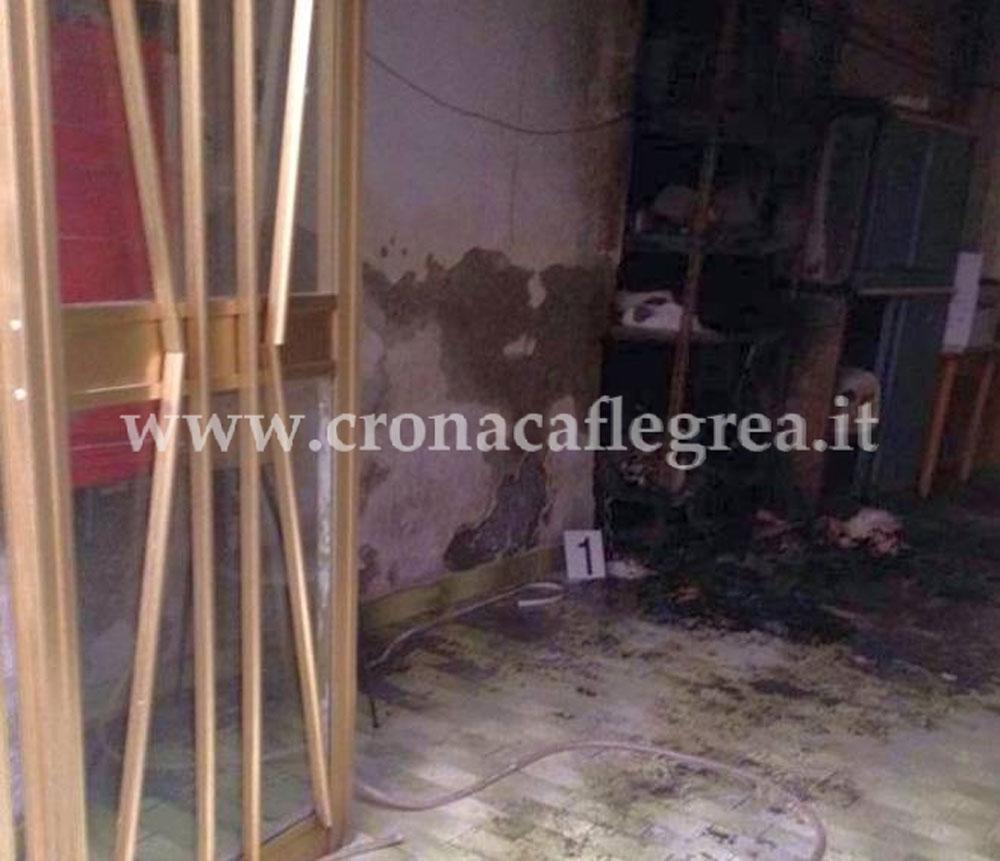 I locali della Salumeria incendiata. Foto concessa da Cronacaflegrea.it