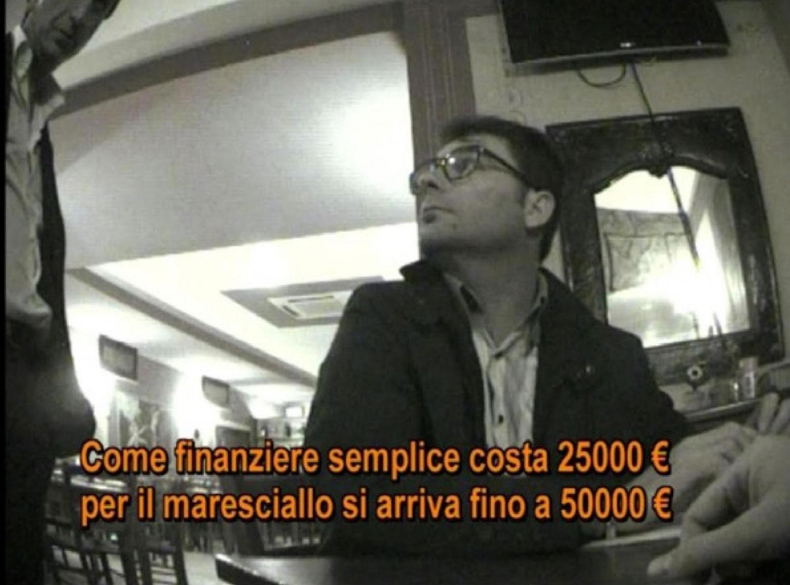 """Un fotogramma del Video del Programma """"Le Iene"""" sullo scandalo a Pozzuoli sull'ingresso nella Guardia Di Finanza."""