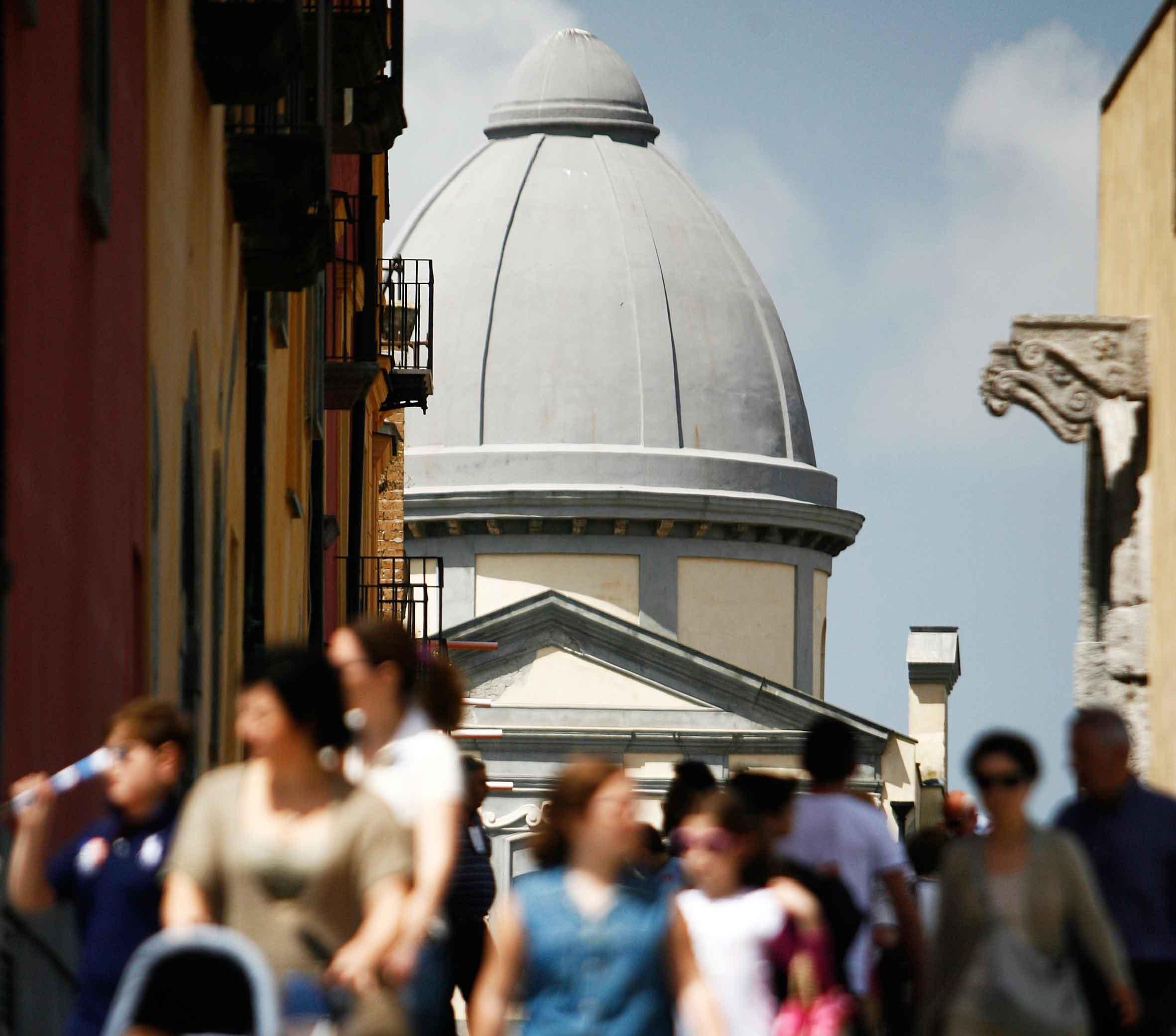 FOTO DI PAOLO VISONE (Cittadini in visita al Duomo del Rione Terra)